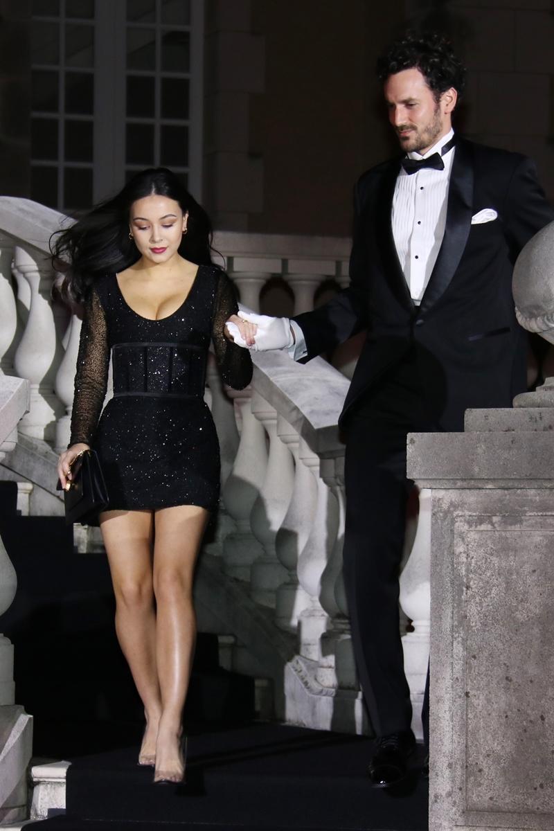 【芸能】後藤久美子の娘・エレナ、胸元&美脚あらわなセクシードレスで魅了