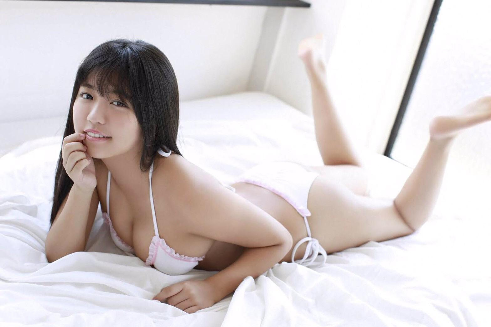 【画像】人気グラドル・大原優乃さん、父親に新作写真集をガン見される