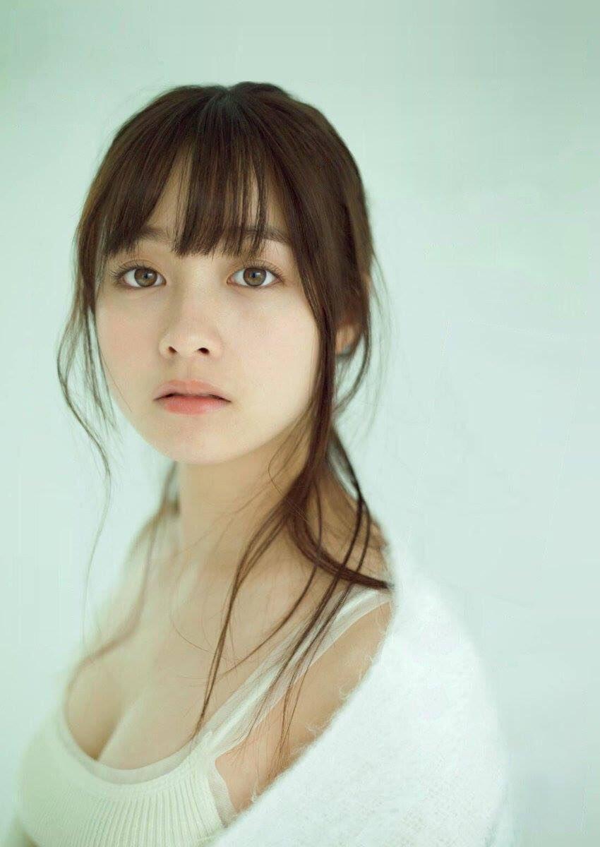 【画像】橋本環奈さん 「かわいい」「おっぱいがデカい」「セクシーボイス」