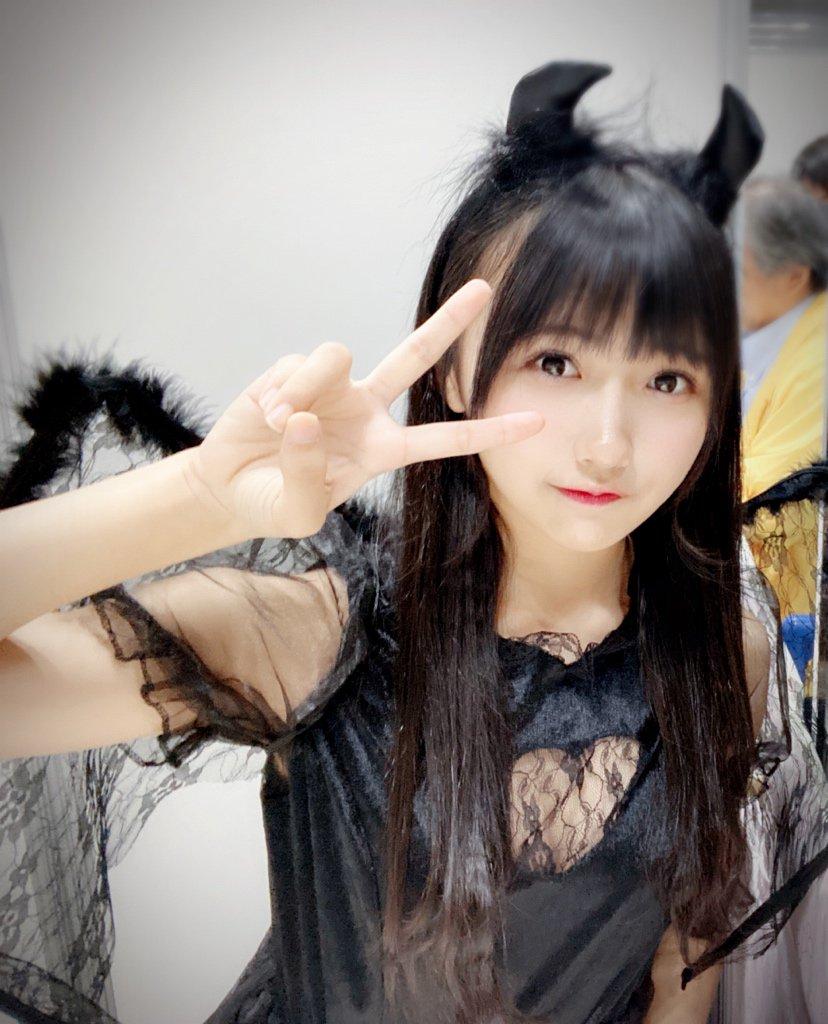 【悲報】 16歳美少女JKアイドルさん、セクシーな私服で握手会→女さんブチ切れ批判殺到wwwwww
